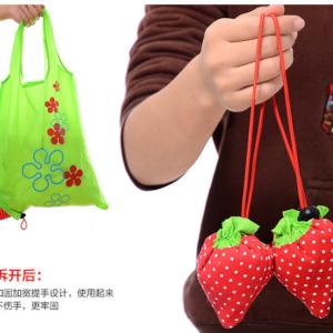 Tas Belanja Lipat Lucu Serbaguna Bentuk Strawberry